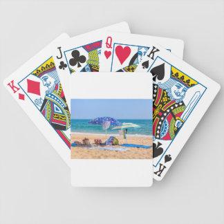 Jeu De Cartes Deux parasols et approvisionnements de plage à