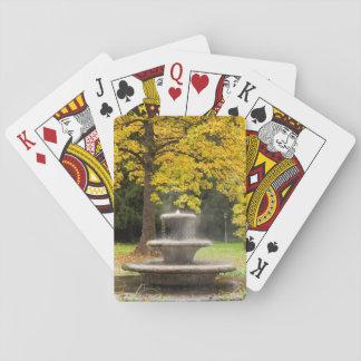 Jeu De Cartes Fontaine par un arbre dans la chute, Allemagne