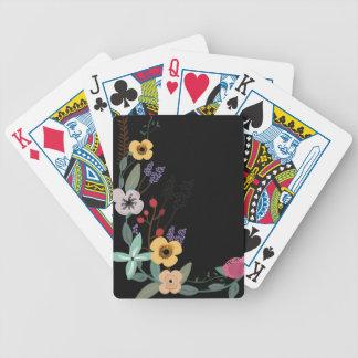 Jeu De Cartes Illustration florale sur l'arrière - plan noir