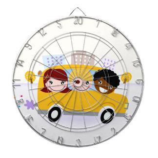 Jeu De Fléchettes Enfants d'école dans l'autobus jaune