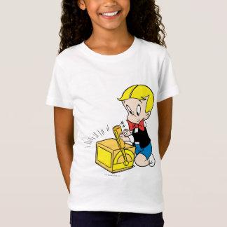 Jeu riche de Richie avec le jouet - couleur T-Shirt