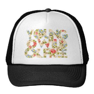 Jeune casquette floral sauvage et libre