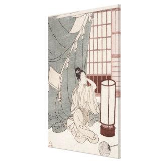 Jeune femme se mettant à genoux par sa moustiquair toiles