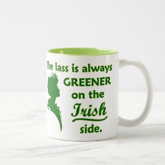 Jeune fille irlandaise verte mug bicolore