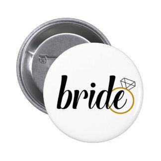 Jeune mariée avec l'anneau badge