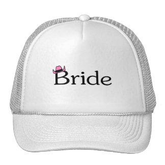 Jeune mariée chapeau de cowboy casquette de camionneur