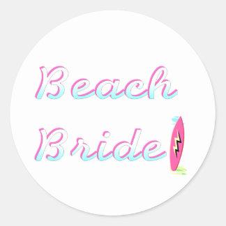 Jeune mariée de plage adhésif rond