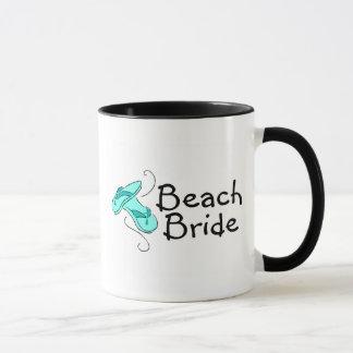 Jeune mariée de plage (mariage de plage) mugs