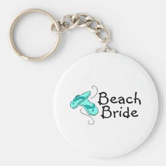 Jeune mariée de plage (mariage de plage) porte-clé rond