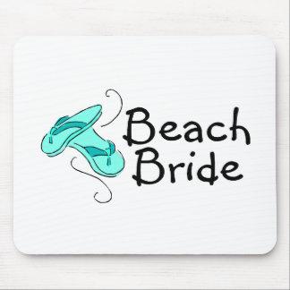 Jeune mariée de plage mariage de plage tapis de souris
