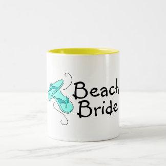 Jeune mariée de plage mariage de plage tasses à café