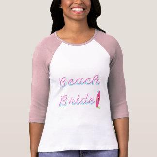 Jeune mariée de plage (planche de surf) t-shirt