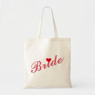 Jeune mariée épousant le sac fourre-tout mince