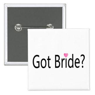 Jeune mariée obtenue badge avec épingle