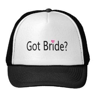 Jeune mariée obtenue casquettes de camionneur