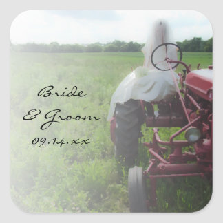 Jeune mariée sur le mariage campagnard de tracteur sticker carré