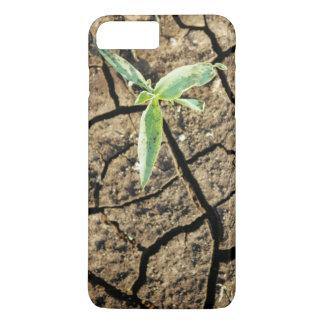Jeune plante en terre criquée coque iPhone 7 plus