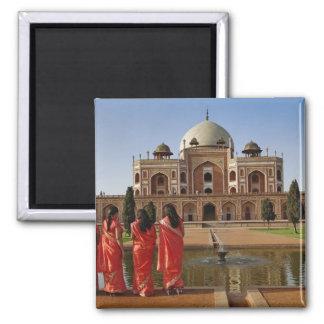 Jeunes dames indiennes et tombe de Humayun, Delhi, Magnet Carré