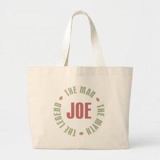 Joe l'homme le mythe la légende pique des cadeaux grand sac