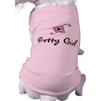 Jolie fille avec la chemise de chien de fleur t-shirt pour chien
