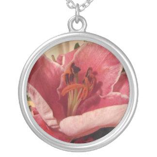 Jolie fleur pendentif rond