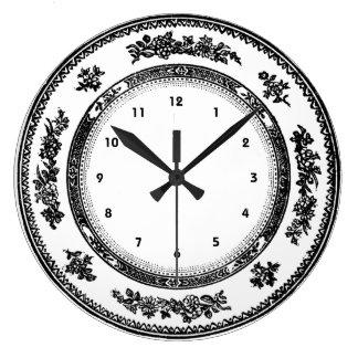 jolie horloge blanche noire vintage de plat de
