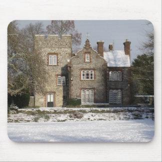 Jolie scène de neige avec de vieux bâtiments tapis de souris