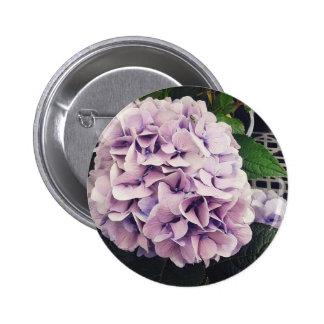 Jolies fleurs au magasin d'épicerie badge rond 5 cm