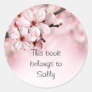 Jolies fleurs de cerisier personnalisées sticker rond
