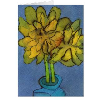 Jonquilles dans une carte de voeux de vase à bleu
