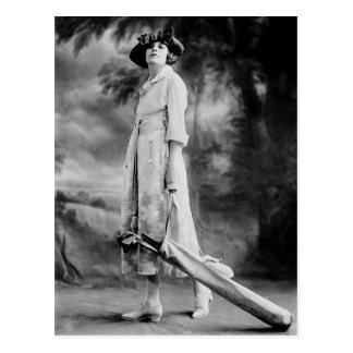 Jouant au golf dans le style, les années 1920 carte postale