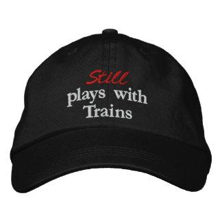 """""""Joue toujours avec le casquette brodé de trains"""""""