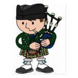 Joueur de cornemuse écossais jouant des cornemuses carte postale