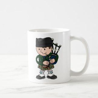 Joueur de cornemuse écossais jouant des cornemuses mug