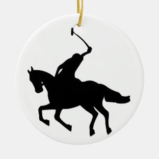 Joueur de polo à cheval. ornement rond en céramique