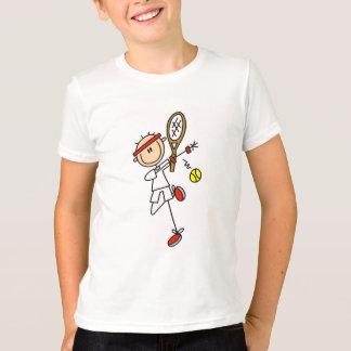 Joueur de tennis avec des T-shirts et des cadeaux