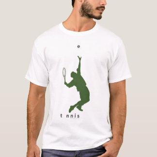 Joueur de tennis frappant un service t-shirt