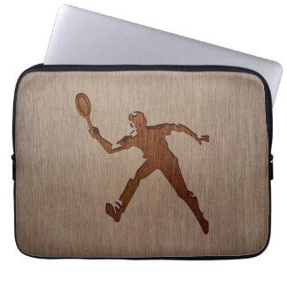 Joueur de tennis gravé sur la conception en bois housses ordinateur