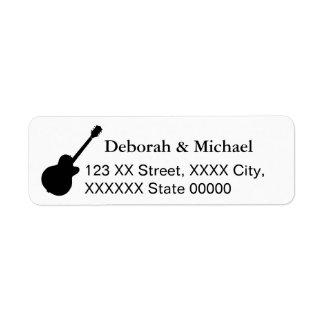 joueurs de guitare noirs et blancs étiquette d'adresse retour