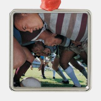 Joueurs des syndicats de rugby dans une bousculade ornement carré argenté