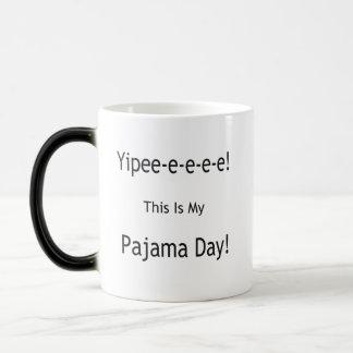 Jour de pyjama ! mug magic
