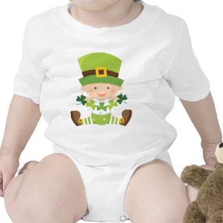 Jour irlandais de St Paddys de shamrocks de vert d T-shirt
