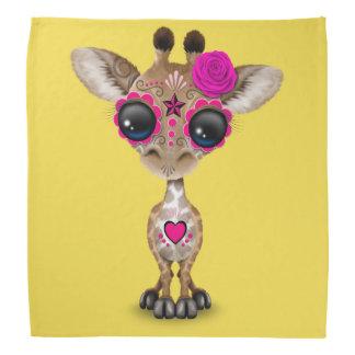 Jour rose de la girafe morte de bébé bandana