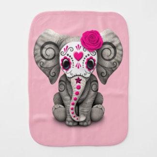 Jour rose de l'éléphant mort linge de bébé