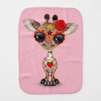 Jour rouge de la girafe morte de bébé linge de bébé