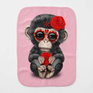 Jour rouge du chimpanzé mort linge de bébé