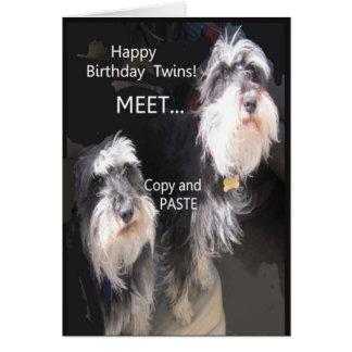 Jumeaux comiques de joyeux anniversaire carte de vœux