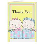 Jumeaux dans le carte de remerciements de bébé de