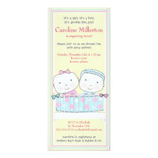 Jumeaux dans l'invitation de baby shower de huche, carton d'invitation  10,16 cm x 23,49 cm