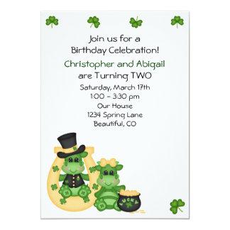 Jumeaux garçon et invitation irlandais